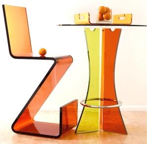 akriliğin mobilya sektörü kullanımı; masa ve tabure seti
